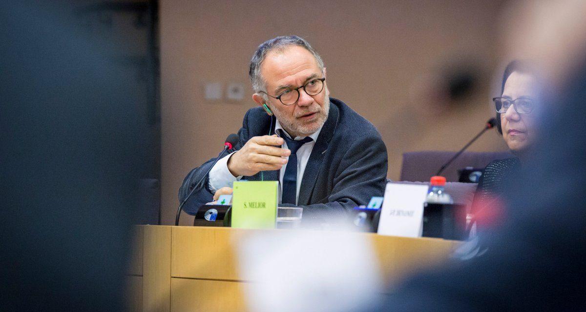 Le Parlement européen s'oppose une nouvelle fois à la Commission européenne sur les OGM, le glyphosate et les néonicotinoïdes