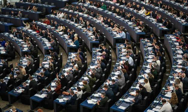 Moria : les États membres doivent prendre leurs responsabilités